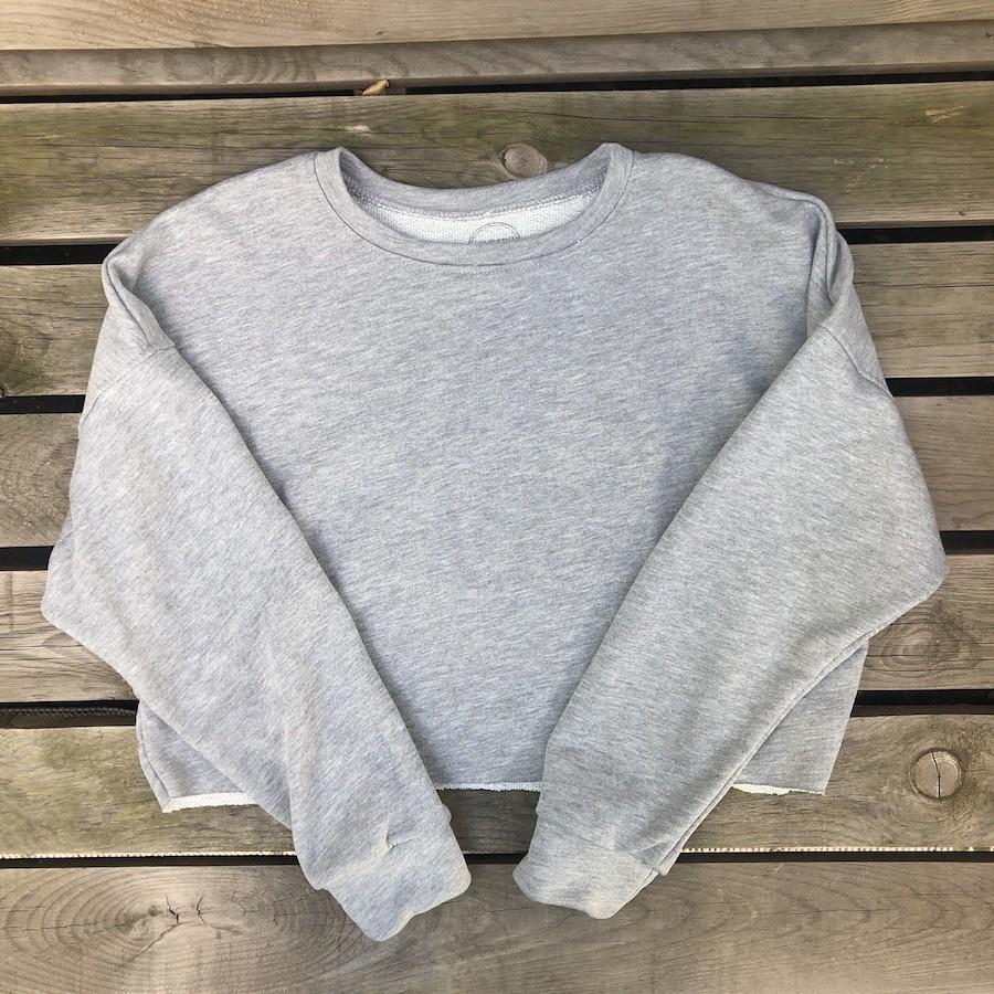 SUDADERA CROP gris